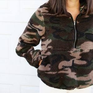 🚨//Fall Favorite Collection//Camo Fluffy Pullover